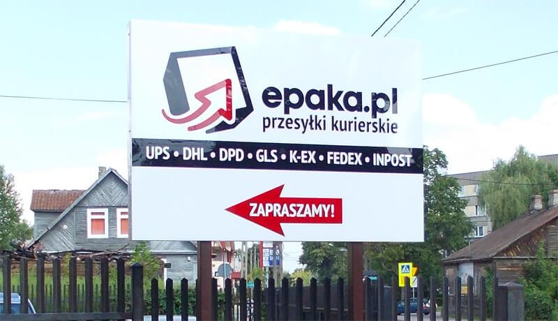 tablica reklamująca usługi kurierskie