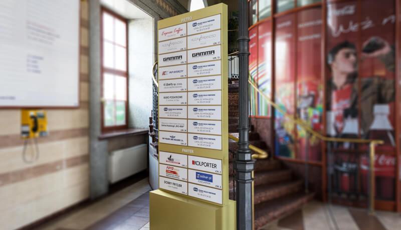 stand reklamowy wewnątrz budynku