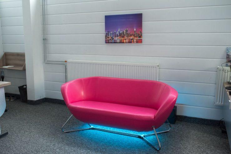 oświetlenie led pod kanapą