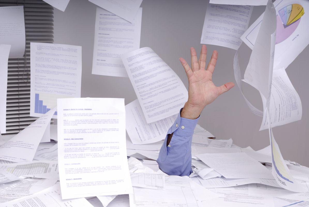 Chaos w biurze studia reklamy